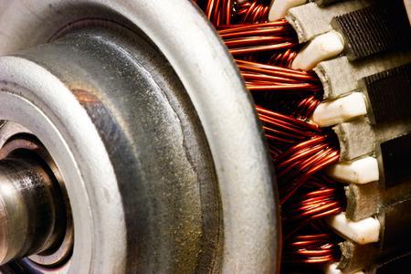 Elektromotoren und Generatoren mit Kupfer spielen bei den erneuerbaren Energien eine große Rolle.