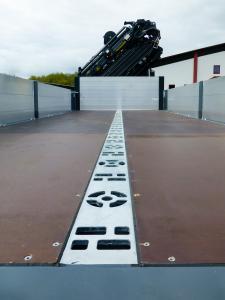 Dank modularer Schraubbauweise können einzelne Portale nach Ausbau des Bodens eins zu eins ausgetauscht werden, ohne den Korrosionsschutz anzutasten.