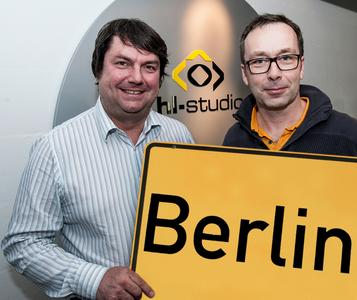 (v. l. n. r.):  Die Geschäftsführer Alfons Loos und Jürgen Hinterleithner (Foto: hl-studios, Erlangen )