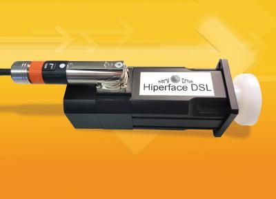 Dank der digitalen Hiperface-DSL-Schnittstelle kommen die hochdynamischen Servomotoren SMN von A-Drive ab sofort ohne Geberkabel und Stecker aus
