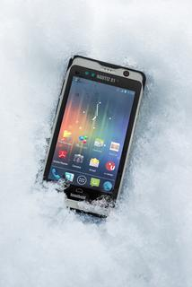 Handheld-Nautiz-X1-rugged-smartphone-IP67-snow.jpg