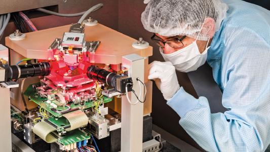 Höchste Genauigkeit für die Wissenschaft und Forschung: Nanopositionier- und Nanomessmaschine NMM-1 der SIOS Messtechnik GmbH.