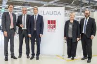 Successful signing of the contract: The President and CEO of LAUDA, Dr. Gunther Wobser, the managing partners of GFL, Ulrike Mischel and Dieter Bubel, as well as the COO of LAUDA, Dr. Marc Stricker and the CFO of LAUDA, Dr. Mario Englert (from right)