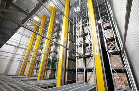 Die fünf 25 Meter hohen RBG, die im neuen Hochregallager 5 installiert wurden