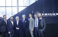 Eröffneten feierlich den TRILUX Licht Campus in Köln (v.l.n.r.): Joachim Geiger (TRILUX), Thomas Willemeit (GRAFT), Elfi Scho-Antwerpes (Bürgermeisterin der Stadt Köln), Michael Huber, Thomas Fobbe, Karsten Müller (alle TRILUX) und Wolfram Putz (GRAFT).
