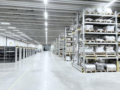 Die Lagereinrichtung ist als mitwachsendes System geplant, das in weiteren Ausbaustufen nach Bedarf erweitert und automatisiert werden kann