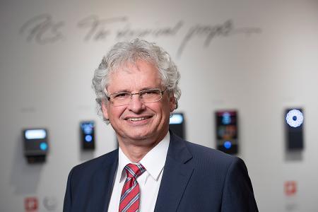 PCS Systemtechnik zählt zu den Top 100-Unternehmen des Mittelstands – Geschäftsführer Walter Elsner sieht die Auszeichnung im Zusammenhang mit der nachhaltig ausgerichteten Geschäftspolitik seines Unternehmens