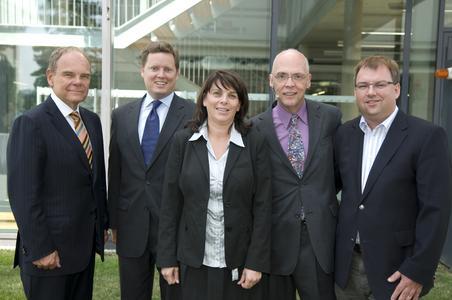 Bildtext: vlnr.: Don Tapscott, Bret Swanson, Ulrike Prommer, IMC Fachhochschule Krems, Tom Austin, Gartner, Helmut Fallman, Fabasoft