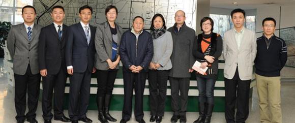 Liu Mingguang (fünfter von links), Vice President der China Post Group besucht das Service Center, das gerade bei arvato in Guangzhou entsteht