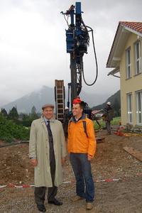 Weltmeister und Olympiasieger Michael Greis (rechts) zusammen mit Dr. Ulrich Stiebel, einem der beiden Inhaber von STIEBEL ELTRON