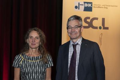 Dr. Christine Lötters (SC Lötters) und Michael Pieck (IHK Bonn/Rhein-Sieg) bei der Ludwig-Preisverleihung 2019 / Foto: Jo Hempel