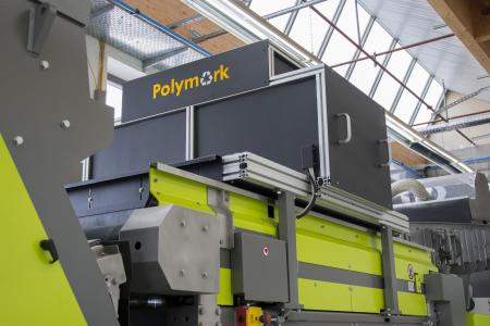 Die Polymark-Sortiermaschine von Sesotec mit Polymark-Detektoreinheit zur Erkennung der UV-Fluoreszenzmarker auf den PET-Flaschen. (Foto: Sesotec GmbH)