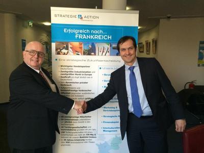 Gilles Untereiner, Geschäftsführer der CCFA und Dr. Ingo Brüning, Geschäftsführer der Scheer Management GmbH, nach der Unterzeichnung des Kooperationsvertrages