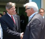 Warm welcome: Georg F. W. Schaeffler, shareholder and Chairman of the Supervisory Board of the Schaeffler Group welcomed Foreign Minister Frank-Walter Steinmeier