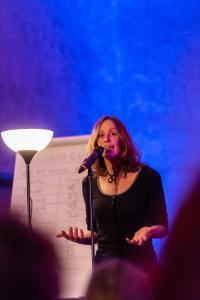 Conni Fauck aus Rotenburg ist Zweitplatzierte beim Poetry Slam der Region Hannover 2018 / Foto: Ulrich Pucknat