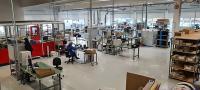 Geräumig und ausgestattet für perfekte Arbeitsabläufe: die Fertigungshalle der ATP Elektronik am neuen Standort in Norderstedt.