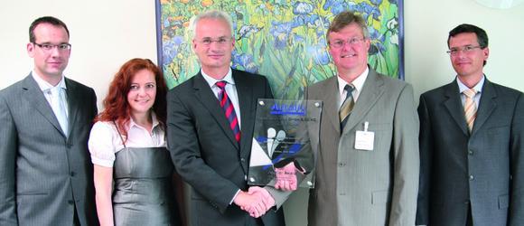 v.l.n.r.:  Andreas Meyer (Schreiner ProTech), Esther Zopf (Autoliv), Thomas Köberlein (Schreiner ProTech), Joachim Reiss (Autoliv) und Johannes Forster (Schreiner ProTech) bei der Auszeichnung zum 'Preferred Supplier'