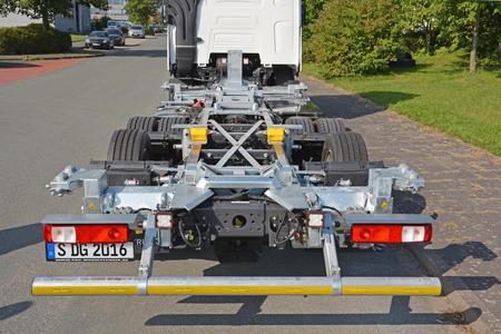 Multifunktionales Wechselbrückensystem SDG Volumen HV 350 KT in mittlerer Position 120 mm (Gesamtansicht) (Foto: © Renault Trucks, SDG Modultechnik)