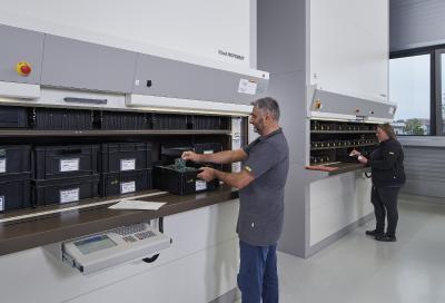 Die Lagerlifte in ESD-Ausführung bieten zuverlässigen Schutz bei der Organisation der empfindlichen elektronischen Bauteile.