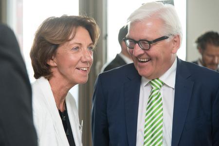 Vera Gäde-Butzlaff und Bundesaußenminister Frank-Walter Steinmeier bei der Eröffnungsveranstaltung der Summer School 2015