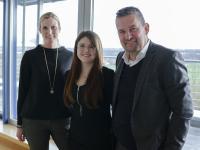 (von links:) Judith Pohlmeier, Personalleiterin UNITY, Isis Swoboda, Stipendiatin, und Dr.-Ing. Frank Thielemann, Vorstand UNITY