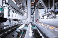 Der neue lineare Aseptik-Block InnoPET BloFill ABF von KHS ist für die Abfüllung von Milch, Milchmixgetränken sowie Säften, Smoothies und Eistee in PET-Flaschen mit Volumina zwischen 250 Milliliter und 2 Liter ausgelegt.