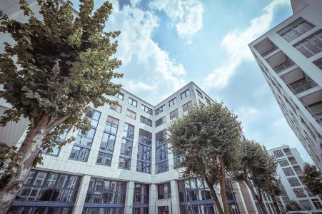 Im Zuge seines Wachstumskurses hat Hitzler Ingenieure Stuttgart größere Räumlichkeiten am bisherigen Standort im Zettachring 2a bezogen, Bild: Hitzler Ingenieure/©Gerald Ulmann Photography