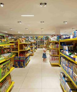 Perfect light for the youngest customers as well: in the toy department, individual products are illuminated to optimum effect by Discus spotlights