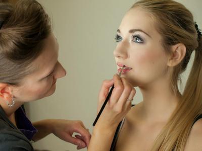 makeup-487063.jpg