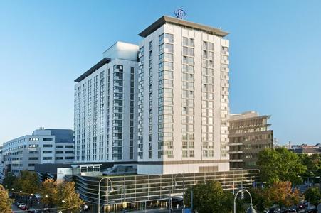 Auch die ersten Schritte von PrintoLUX® auf dem österreichischen Markt geben dem Kennzeichnungsspezialisten aus Frankenthal/Pfalz Anlass, zuversichtlich zu sein. Die Präsentation im  Hotel Hilton Vienna war ein Erfolg.  Foto:  Hilton Vienna