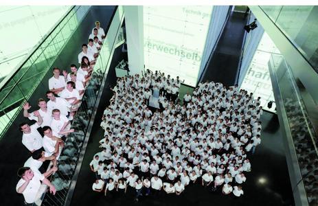 BMW Auszubildende bei der Eröffnung des BMW Museums