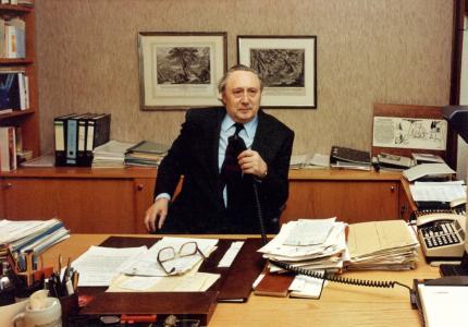 Dr.-Ing. E. h. Georg Schaeffler in seinem Büro im Jahr 1992