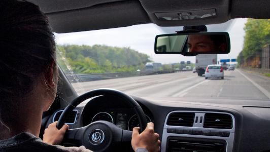 Auf Autobahn einfädeln