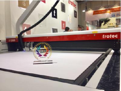 """EDP Award für den SP2000 Laser Cutter in der Kategorie """"Laser Cutting Systems"""" (Quelle: Trotec Laser)"""