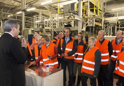 Lange Nacht der Industrie bei Renolit in Worms - so nah kommen sonst nur die Mitarbeiter an die Produktion / Foto-Nachweis: Marcel Hasübert