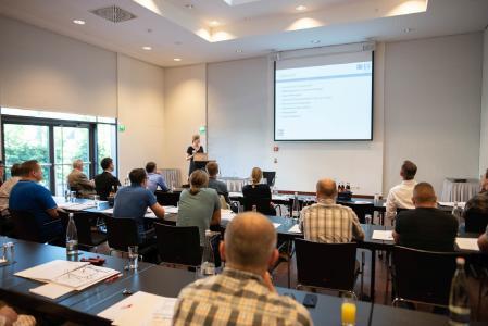 """Das Seminar """"Prozessgestaltung"""" vermittelte die für eine effektive Bauteilreinigung relevanten Zusammenhänge zwischen Medien, Anlagen- und Verfahrenstechnik sowie der Bad- und Sauberkeitskontrolle. (Bildquelle: Nicolas Herdin, fairXperts GmbH & Co. KG)"""