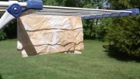 Wegen der Selbstentzündungsgefahr  ölige Tücher mit Wasser durchnässt im Freien aufgehängt und trocknen lassen.