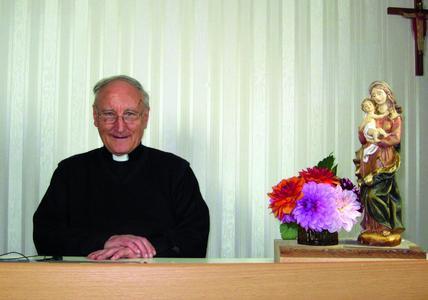 Pfarrer Hans Buschor, Gründer von K-TV, beantwortet live Fragen der Zuschauer