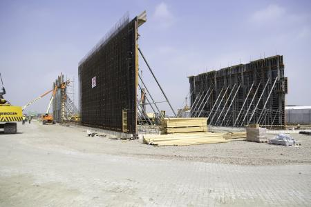 The walls are up to 13.25 m high and are formed with NOEtop large area panels with integrated bracing members.