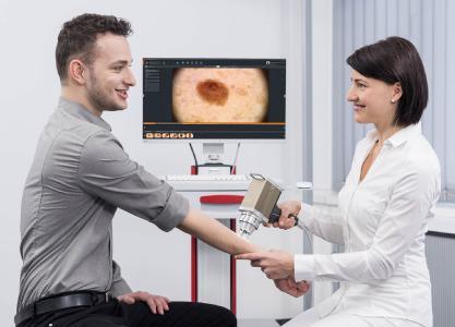 Auflichtmikroskopische Untersuchung mit der FotoFinder medicam 1000