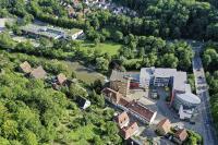 In 50 Jahren haben sich die Stadtwerke vom kleinen Betrieb zu einem erfolgreichen Energieversorgungsunternehmen entwickelt. Zu sehen sind die Verwaltungsgebäude der Stadtwerke am Firmensitz in Schwäbisch Hall.