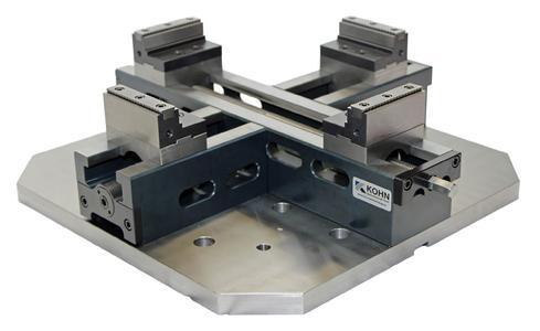 Bringt Werkstücke schnell und einfach ins Zentrum: Der neue Überkreuzspannstock VZA der Kohn Spannwerkzeuge GmbH jetzt auch mit Bettlänge 500 x 500 und 600 x 600 mm.