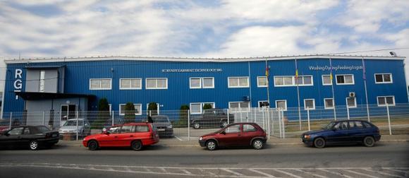 Im Jahr 2000 gegründet, hat sich RGT Romania mit rund 200 Mitarbeitern auf die Fertigteilveredelung im Bereich Waschen, Färben und Spezialeffekte spezialisiert. © SC Ready Garment Technology SRL Romania