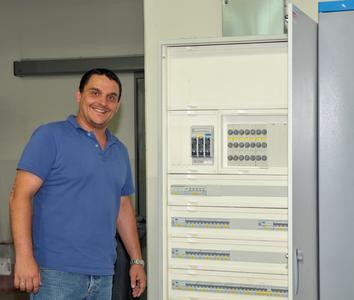 Unterverteilung mit FI-, LS-Schaltern und KNX-Lichtsteuerung von Hager