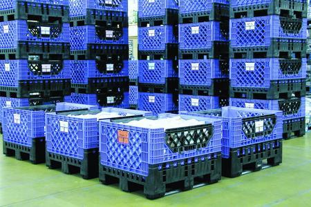 Das Prinzip des Magnum ist einfach: Auf Kunststoffböden werden klappbare Kunststoffwände angebracht. Es entsteht ein Behälter mit hoher Füllkapazität.