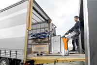 Zügiges und sicheres Warenhandling wird jederzeit sichergestellt: beste Sicht auf die Gabeln ermöglicht ein sicheres Aufnehmen und Absenken der Last bei der schnellen Be- und Entladung, Fotos: STILL GmbH