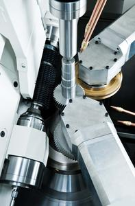 The technology developed by MAG in Chemnitz synchronizes hobbing and chamfering/deburring processes during primary processing time for efficient machining. Application possibilities of the machines are extended with the integration of driven tools