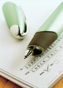 Der Protokollierungsaufwand bei Klinischen Studien wird durch die Anoto-Technologie erheblich gesenkt: Die im Stift integrierte Kamera erkennt und digitalisiert anhand des gerasterten Papiers die handschriftlichen Informationen schon während des Schreibens. Diese sind dann sofort im IT-System zur Weiterverarbeitung verfügbar. Manuelles Eingeben der Daten entfällt.