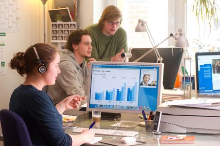 Mac-Userin in Werbeagentur nutzt Netviewer Meet für MacOS
