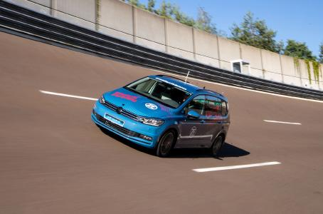 Mehr Reichweite oder bessere Performance? Hersteller von Elektrofahrzeugen können dank seines modularen Konzepts beide Ansätze mit dem 2-Gang-Antrieb von ZF verfolgen  (Bild: ZF)